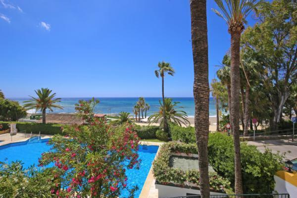 Sold: 5 Bedroom, 3 Bathroom Townhouse in Marbellamar, Marbella Golden Mile