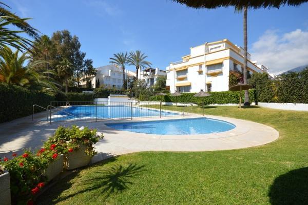 Sold: 5 Bedroom, 4 Bathroom Townhouse in Marbellamar, Marbella Golden Mile