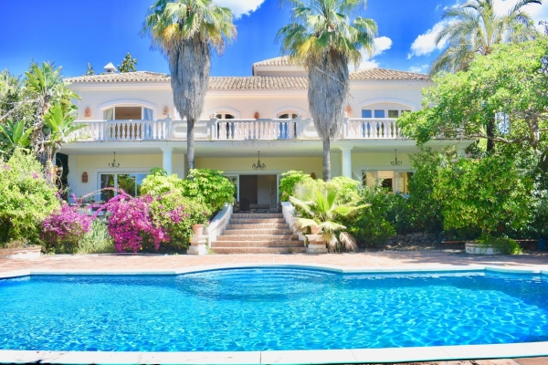 Sold: 6 Bedroom, 5 Bathroom Villa in Marbellamar, Marbella Golden Mile