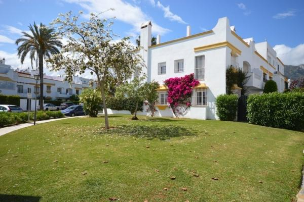 4 Bedroom, 3 Bathroom Townhouse For Sale in Marbellamar, Marbella Golden Mile
